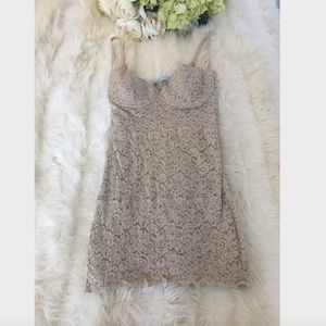 RARE! GUESS BY MARCIANO BEIGE LACE DRESS UNDERWIRE